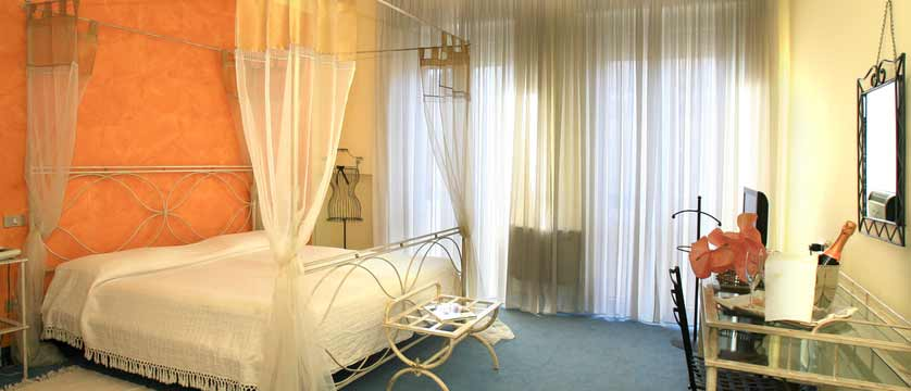 Hotel Italia, Verona, Italy - bedroom.jpg